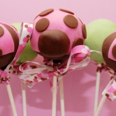 modern_lady_bug_cake_pops_by_keriwgd-d34ocz9